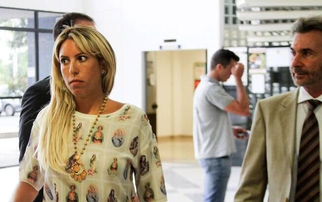 Lilian Pinheiro visita o pai, Leo Pinheiro (presidente da OAS), em carceragem da PF, em janeiro