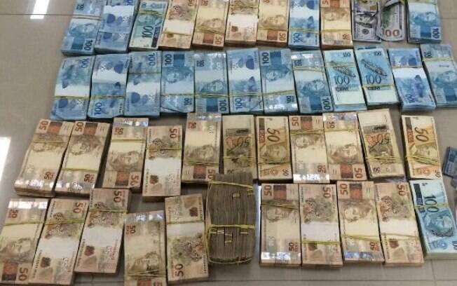 Nona fase da Operação da Lava Jato começou nesta quita-feira (5) e apreendeu grande quantidade de dinheiro, 500 relógios e documentos