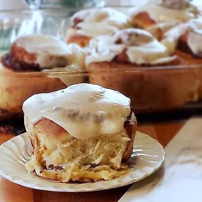 Big, Fat, Delicious Clones of Cinnabon   The Life and Loves of Grumpy's Honeybunch