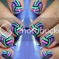 Oblique stripes nail art