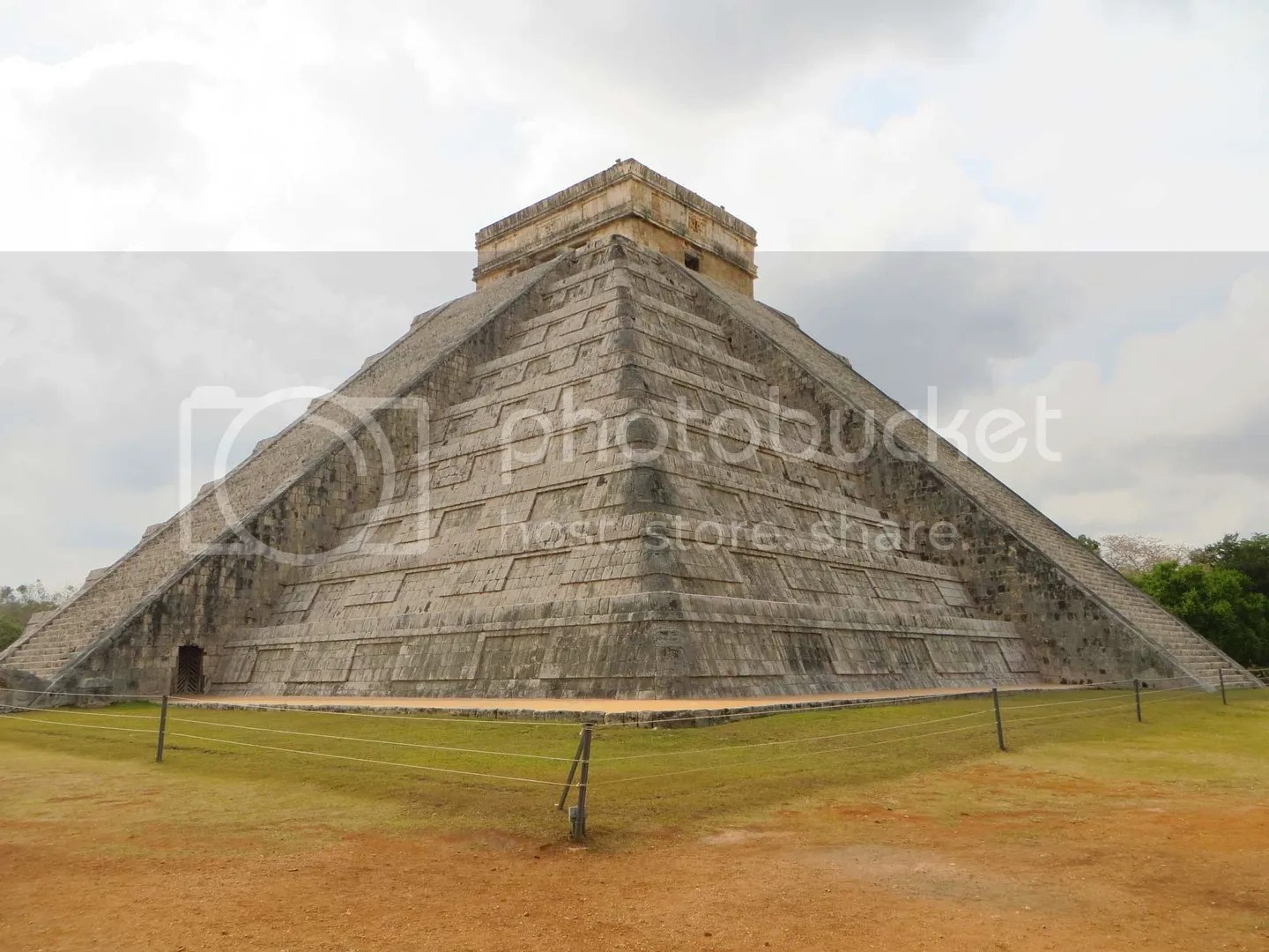 Chichen Itza temple side angle