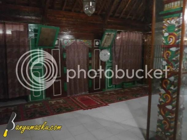 Interior Masjid Saka Tunggal