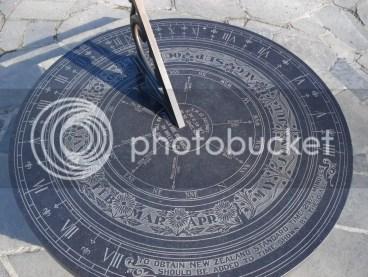jam matahari, jam pertama, jam pertama dibuat, gambar jam matahari, jam pertama didunia,