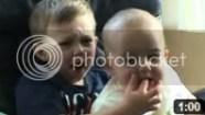 Video Bayi Lucu - Awww...Charlie menggigit jariku
