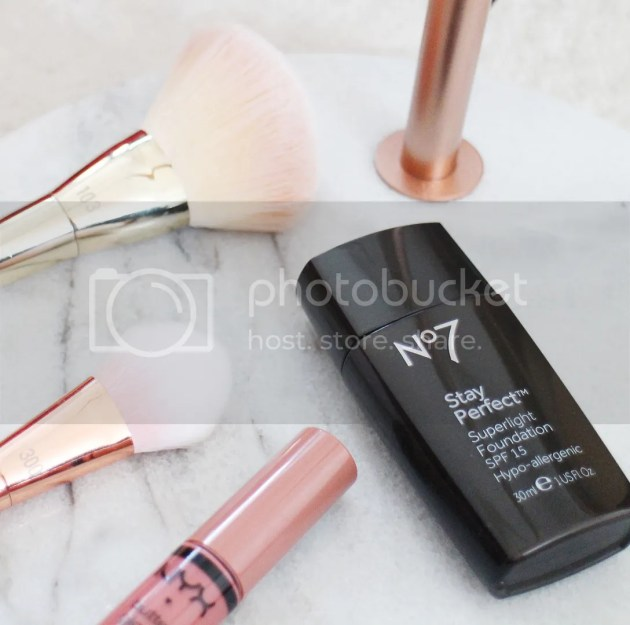 photo No7 Stay Perfect Superlight Foundation 3_zpslvwq2q8r.jpg
