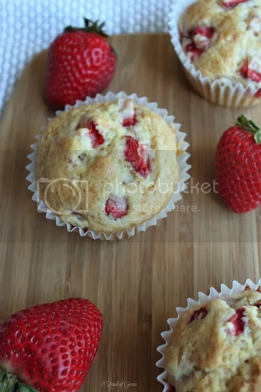 photo strawberry muffins_zps9lvgh1pj.jpg