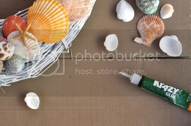 Using Krazy Glue to Create DIY Seashell Wreath