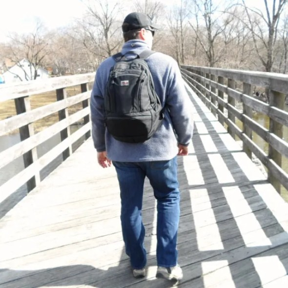 The author wearing the Tom Bihn Synapse 25