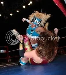 Princesa Sujei: likes punching Canadians/CMLL