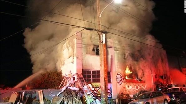 http://i2.wp.com/i2.cdn.cnn.com/cnnnext/dam/assets/161203093356-oakland-california-building-fire-1203-super-169.jpg?resize=597%2C336