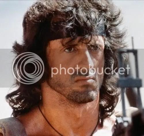 Foto de Rambo penteado.