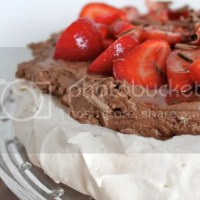 Vanilla Pavlova with Chocolate Mousse and Strawberries