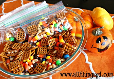Festive Fall Snack Mix - great for upcoming Halloween parties! | www.allthingsgd.com