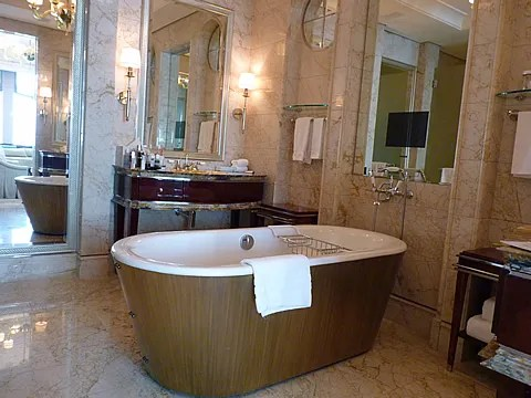 St. Regis Singapore Hotel bath tub