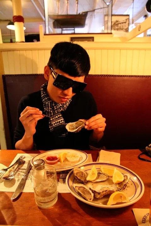 Bryanboy eating oysters at Union Oyster House, Boston