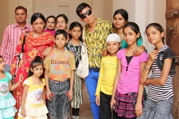 Bryanboy with women and children in Jaipur