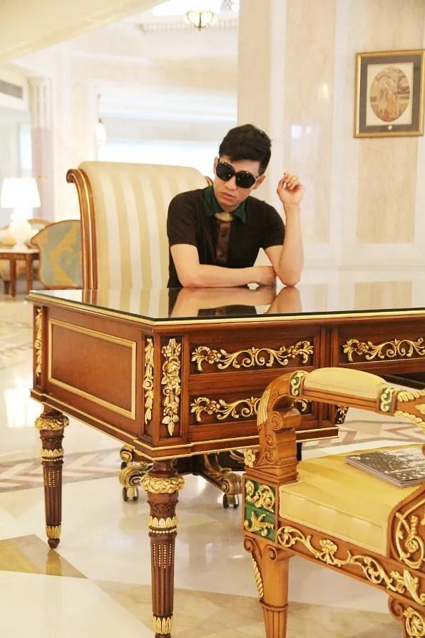 Bryanboy at Orient Taj Agra hotel desk