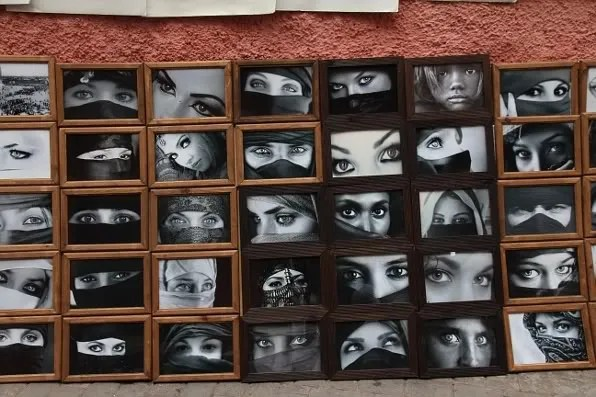 Iconic images of various eyes