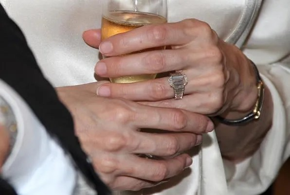 Angelina Jolie's engagement ring by Robert Procop and Brad Pitt