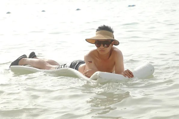 Bryanboy on a raft in the Carribean