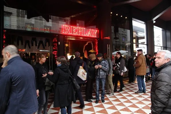 Replay jeans store in Corso Vittorio Emanuele, Milan