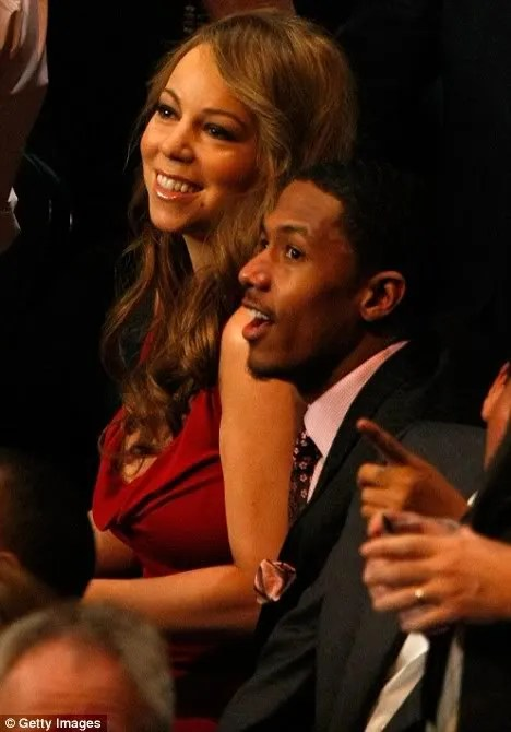 Mariah Carey watching the Manny Pacquiao vs Ricky Hatton fight photo.