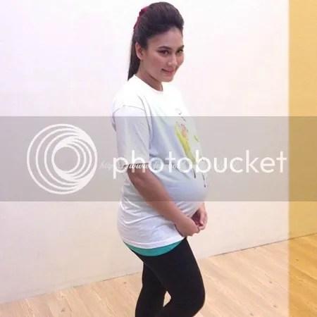 hari ini, Fasha memberitahu yang dia akan melahirkan seorang bayi