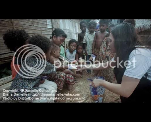 GAMBAR)Diana Danielle Beramah Mesra Dengan Orang Asli