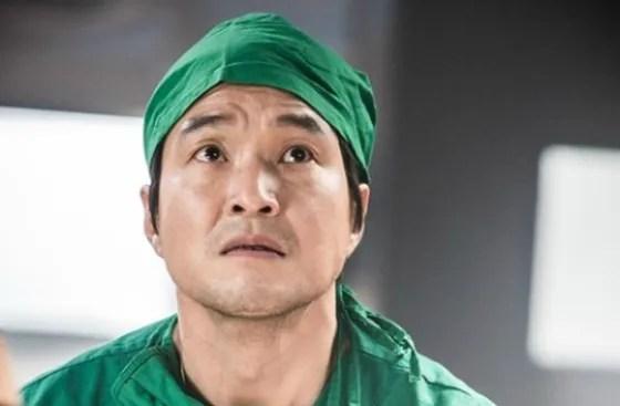 Hasil gambar untuk romantic doctor teacher kim ep 1