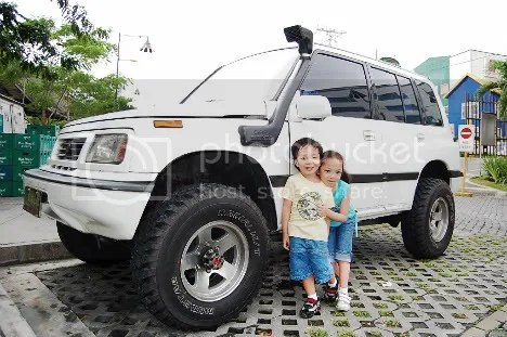 Vitoy's Suzuki Vitara and Kids