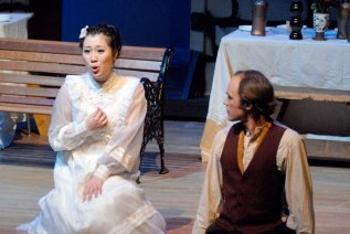 L'elisir d'amore, with Guo Ying, photo by Mike Groves