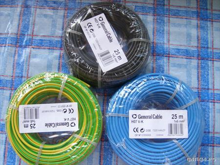 rollos de cables para instalación eléctrica de una casa