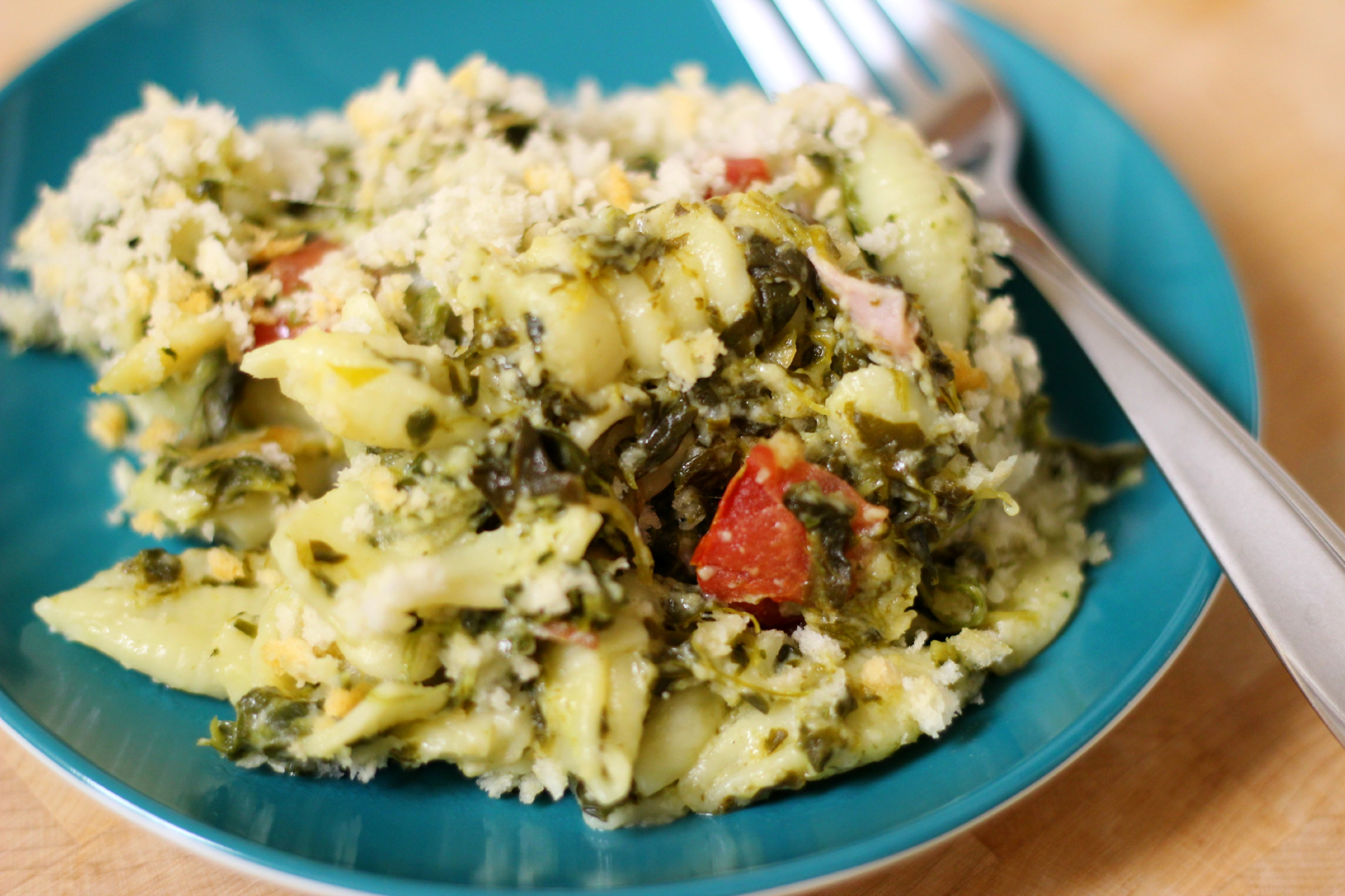 Baked Macaroni and Cheese with Spinach, Tomatoes, and Ham