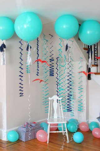 dinosaur party balloons and streamers