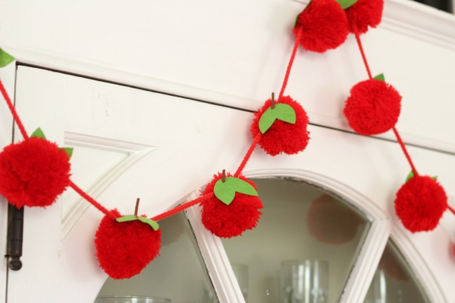 apple-garland