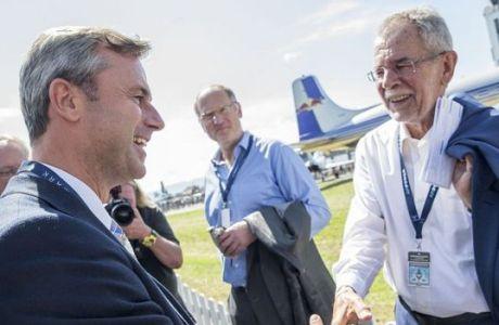 Los candidatos presidenciales Norbert Hofer (izquierda) y Alexander Van der Bellen (derecha).