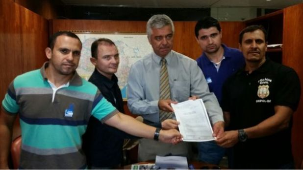 Deputado Major Olímpio com criadores do portal que relata disparos acidentais no Brasil