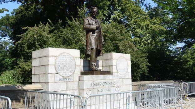 Estatua de James Sims en Central Park