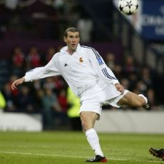 Zidane anota el gol en la final de Glasgow
