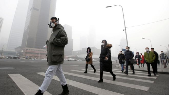 Reality Check  Is Beijing s air quality better this winter    BBC News People in face masks walk through a smoggy Beijing street