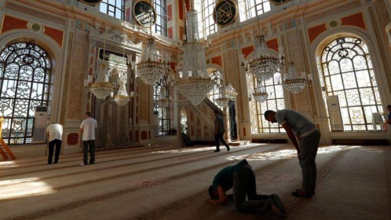 Молитва в мечети
