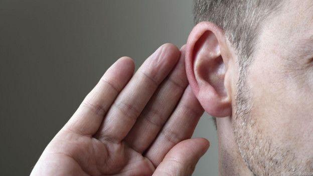 Una persona que escucha