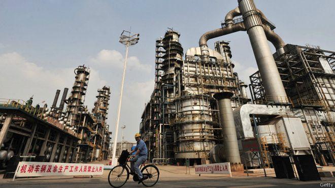 141211223138 sp refineria china 624x351 getty - ¿Por qué a China le conviene la caída del precio del petróleo?
