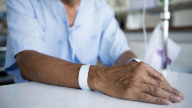 Expertos consideran a los pacientes en los hospitales debe cambiar de urgencia