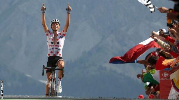Warren Barguil celebrates winning stage 18