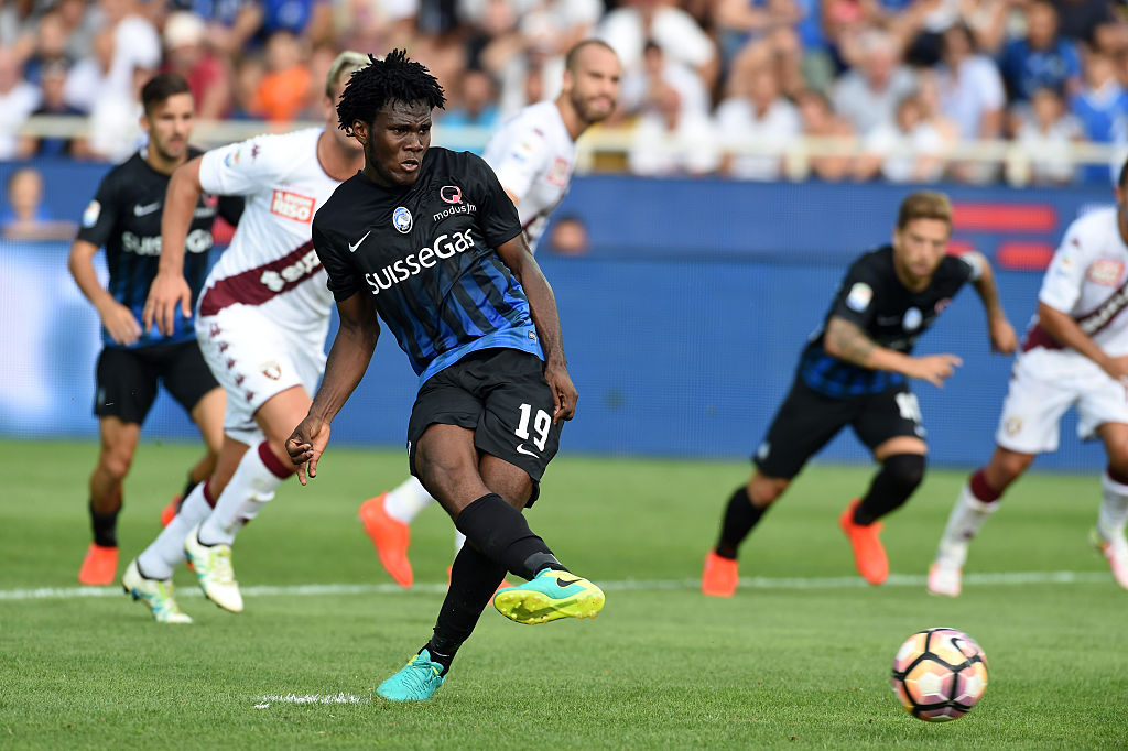BERGAMO, ITALY - SEPTEMBER 11:  Franck Kessie of Atalanta BC scores to make it  2-1 from the penalty spot during the Serie a match between Atalanta BC and FC Torino at Stadio Atleti Azzurri d'Italia on September 11, 2016 in Bergamo, Italy.  (Photo by Pier Marco Tacca/Getty Images)