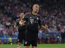 MADRID, SPAIN - SEPTEMBER 28:  Arjen Robben of Bayern Muenchen reacts during the UEFA Champions League group D match between Club Atletico de Madrid and FC Bayern Muenchen at the Vicente Calderon Stadium on September 28, 2016 in Madrid, Spain.  (Photo by David Ramos/Getty Images)
