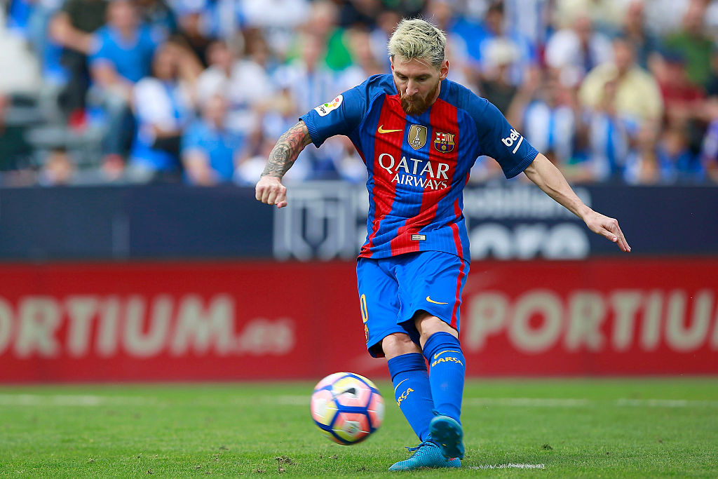 LEGANES, SPAIN - SEPTEMBER 17: Lionel Messin of FC Barcelona scores their fourth goal from a penalty shot during the La Liga match between Deportivo Leganes and FC Barcelona at Estadio Municipal de Butarque on September 17, 2016 in Leganes, Spain. (Photo by Gonzalo Arroyo Moreno/Getty Images)