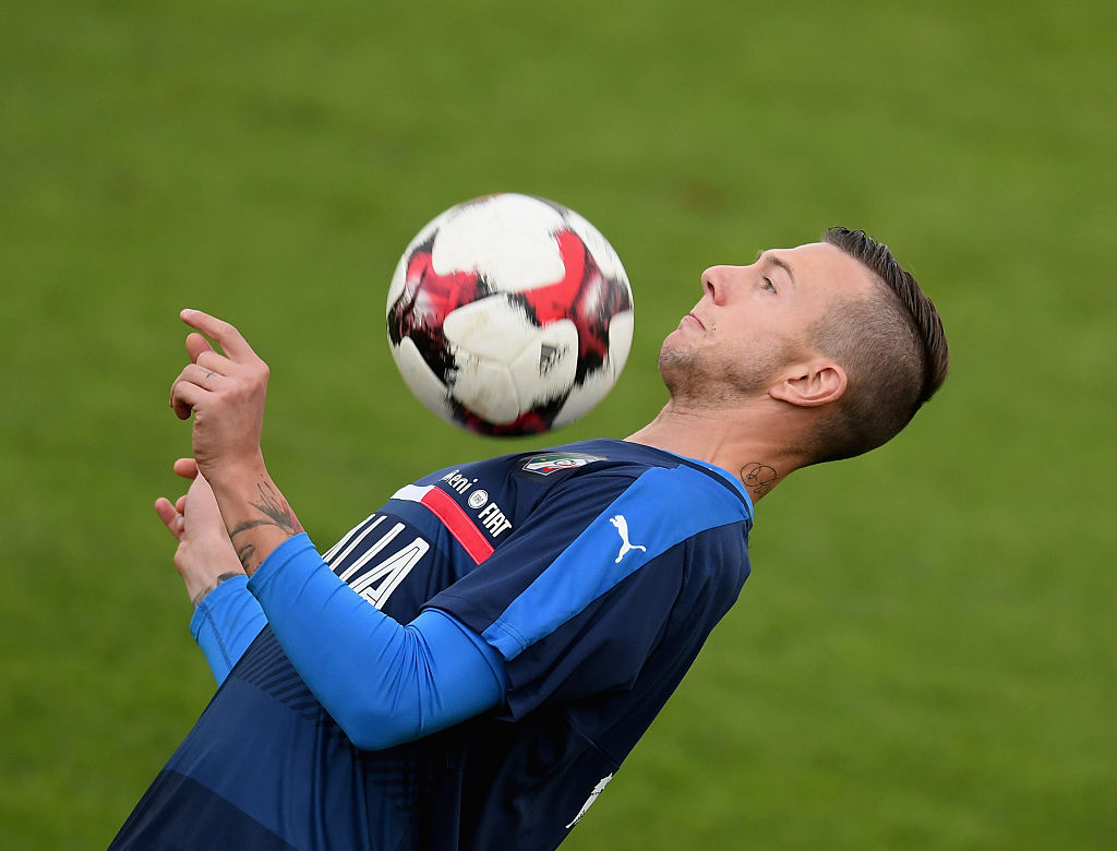 FLORENCE, ITALY - NOVEMBER 10:  Federico Bernardeschi of Italy in action during the training session at the club's training ground  at Coverciano on November 10, 2016 in Florence, Italy.  (Photo by Claudio Villa/Getty Images)