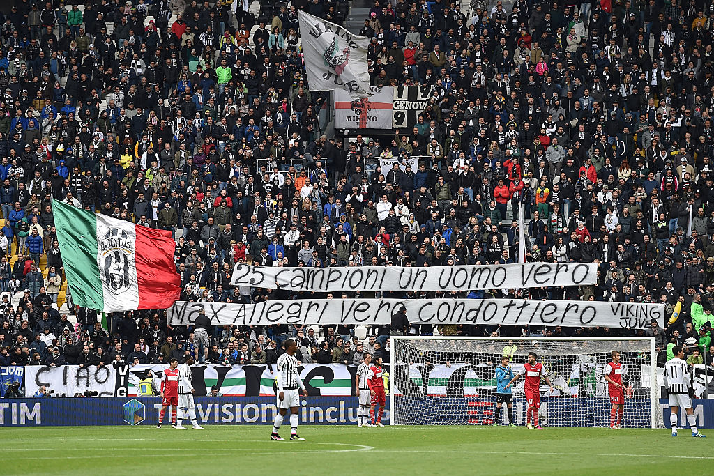 TURIN, ITALY - MAY 01:  Juventus FC fans display a giant banner of thanks to the players and head coach during the Serie A match between Juventus FC and Carpi FC at Juventus Arena on May 1, 2016 in Turin, Italy.  (Photo by Valerio Pennicino/Getty Images)